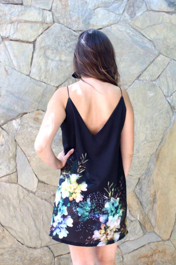 Vestido corto flores espalda